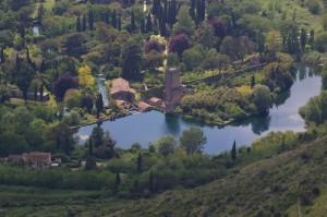Una vista su i giardini di Ninfa