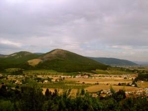 Montemurlo e la frazione di Bagnolo, sullo sfondo il Monteferrato