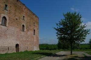 Il castello (un tempo) sulle rive del Po