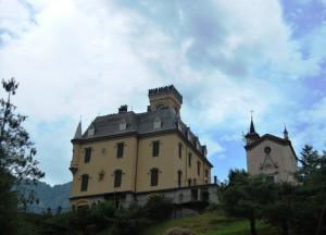 Castello di Cervatto con chiesina