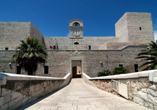 Trani castello svevo - Finestre castelli medievali ...