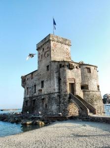 I pirati a Rapallo(il castello di Rapallo da vicino)