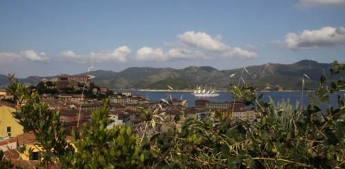 Portoferraio - Panorama con veliero