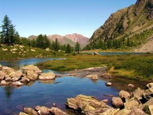 Il Lago d' Arpy, specchio delle Alpi