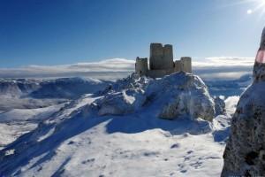 """Calascio """" Rocca """" con la neve"""