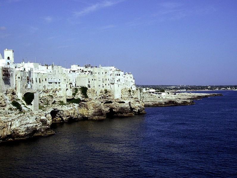 ''città bianca nel blu dipinto di blu'' - Polignano a Mare
