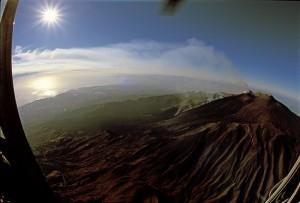 dall'elicottero il panorama della zona nord dell'Etna