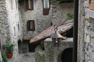 nei vicoli di uno dei borghi piu' belli d'italia: canale di tenno