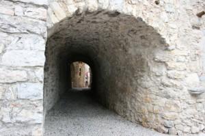 antico borgo di canale di tenno: la luce in fondo al volt