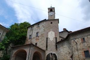torre d'ingresso al castello Pallavicino