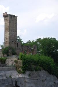 torre e ruderi del castello Malaspina