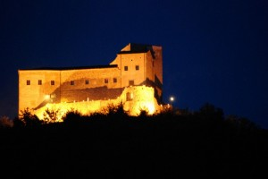 Castello dell'Aquila in notturna
