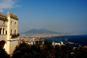 Napoli ed il porto visti da San Martino