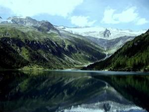 vanitoso ghiacciaio sulla Diga di Neves