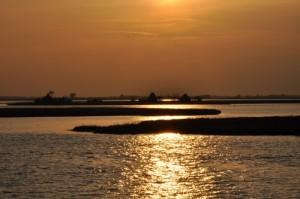 Laguna di Marano L. e casoni al tramonto