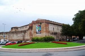 Castel Sismondo, arte e storia