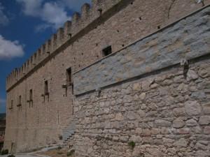 Vista laterale castello Montalbano Elicona