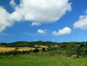 altre pale eoliche sulle colline molisane