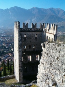 dietro alla torre