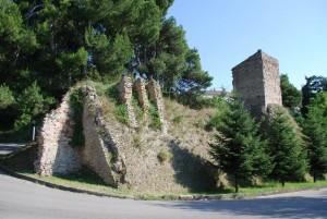 resti di mura e torre