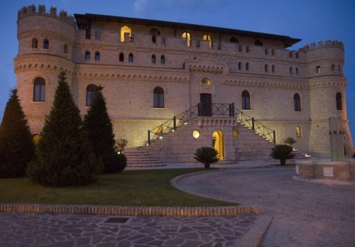 Mozzagrogna - Castello dei Septe in notturna