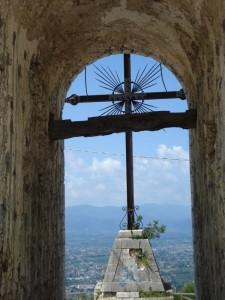 La croce domina il paesaggio