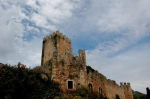 oasi di Ninfa: resti del castello Caetani