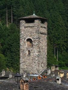 Dai comignoli spunta…la torre del castello