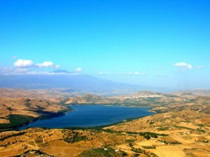 Regalbuto e il Lago Pozzillo
