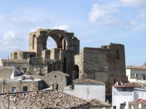 """La torre dei Del Balzo, antico campanile della Chiesa """"Diruta"""""""