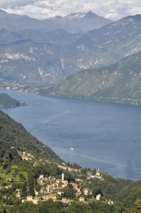 Panorama su Dizzasco e il lago di Como