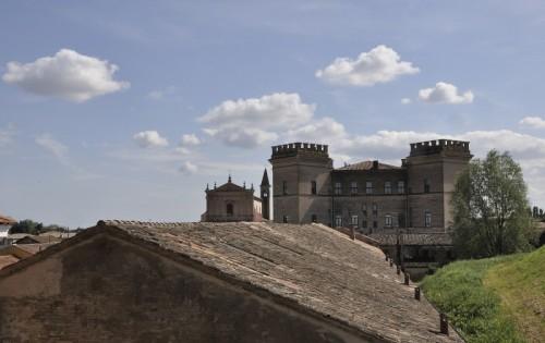 Mesola - Castello di Mesola, vista dall'argine del Po di Goro
