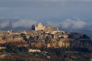 Tramonto invernale su Orvieto ed il Duomo
