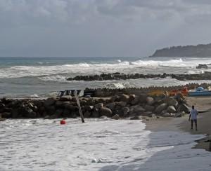 mare in tempesta sulla spiaggia di Parghelia