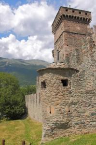 Una delle torrei del Castello di Fenis