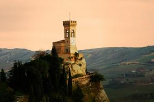 la torre dell'orologio al tramonto