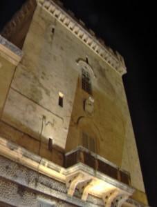 La torre di Recale di notte