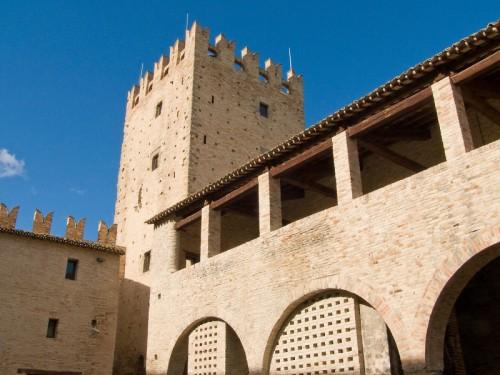 Tolentino - Torrione del castello della Rancia