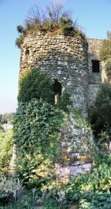 Una torre del castello di Calvi vecchia