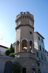 "una torre anche ""artistica"""