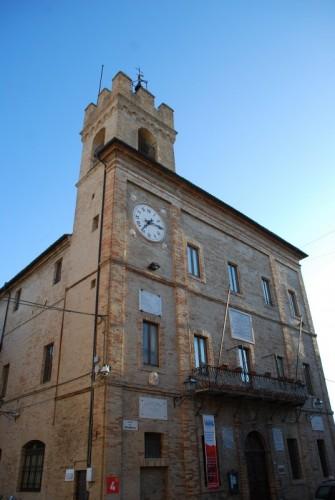 Castelfidardo - la torre civica e il palazzo