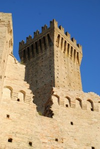 dallo squarcio…una torre del castello di Montefiore