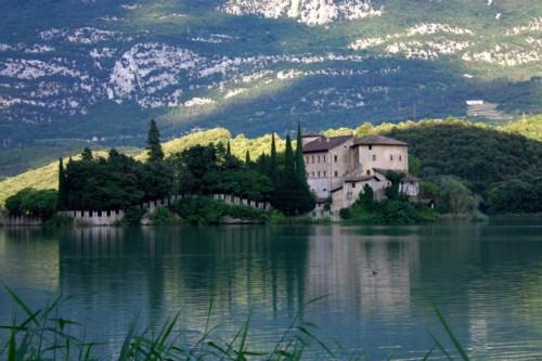 Calavino - sul piccolo lago di Toblino
