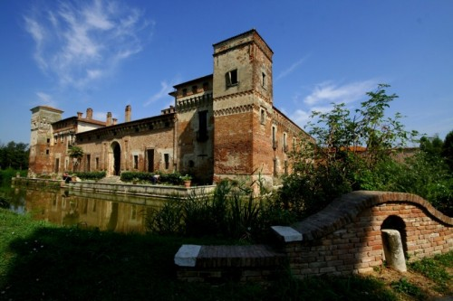 Borgo San Giacomo - La leggenda del fantasma della dama bianca