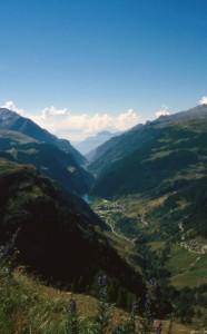 L'abitato di Isola e la Val Chiavenna