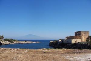 107- Brucoli-il porto canale,il castello e l'etna