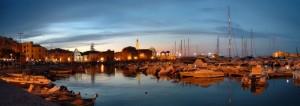 Panorama del porto in notturna