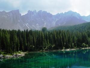 L'arcobaleno  spezzato e il lago…..di Carezza