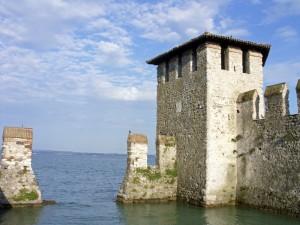 La torrre della darsena del castello di Sirmione