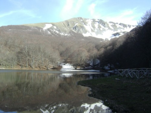 Lagonegro - Il lago Laudemio alle pendici di Monte Papa e Monte Sirino